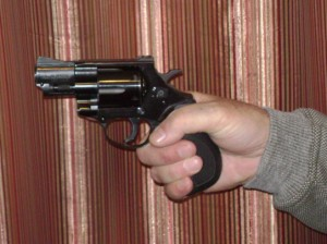 Revolver grip with one hand